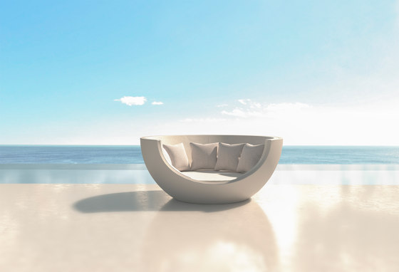 Moon Daybed by Vondom | Cocoon furniture