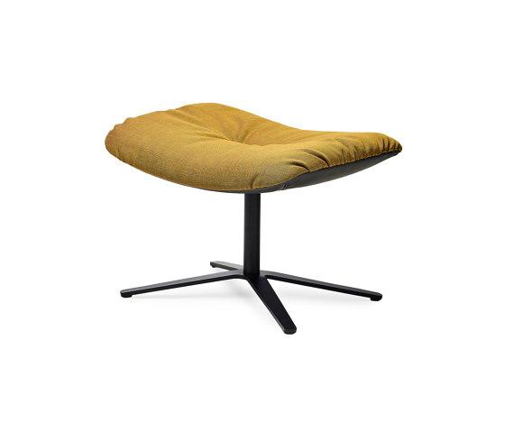 Leya | Wingback Chair mit Fußkreuz mit Wipp-Kippmechanik & Ottoman von FREIFRAU MANUFAKTUR | Poufs / Polsterhocker
