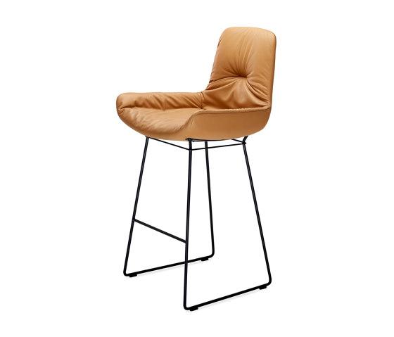 Leya | Counter Armchair Low with wire frame de FREIFRAU MANUFAKTUR | Sillas de trabajo altas