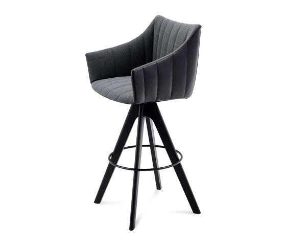 Rubie | Bar Armchair High with wooden frame by FREIFRAU MANUFAKTUR | Bar stools