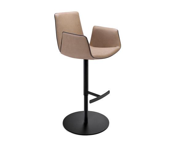 Amelie | Bar Armchair mit Säulenfuß von FREIFRAU MANUFAKTUR | Barhocker