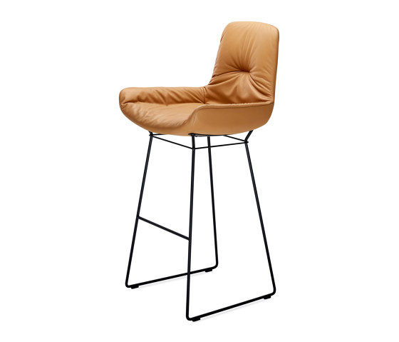 Leya | Bar Armchair Low by FREIFRAU MANUFAKTUR | Bar stools