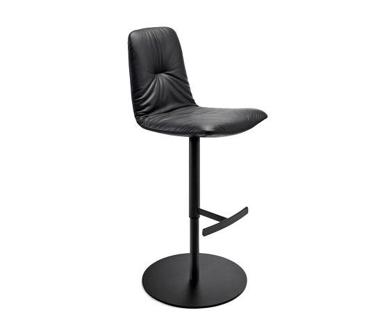 Leya | Bar Chair mit Säulenfuß von FREIFRAU MANUFAKTUR | Barhocker