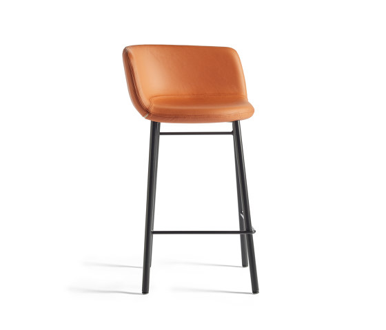 Xoko | 4 legs by AKABA | Counter stools