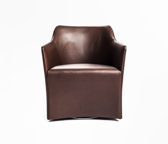 Sting Low Upholstered Chair von Time & Style | Stühle