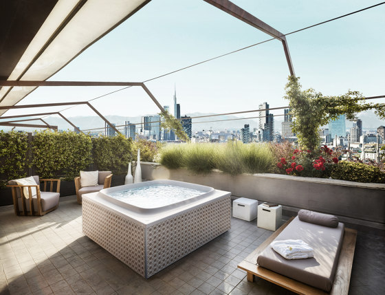 Skylounge® by Jacuzzi® | Whirlpools