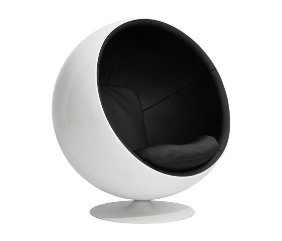Ball chair, upholstery: natural leather, black von Eero Aarnio Originals | Sessel