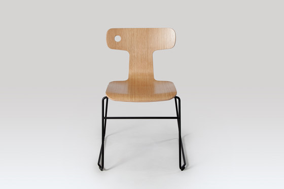 Moore | Chair by Liqui Contracts | Chairs