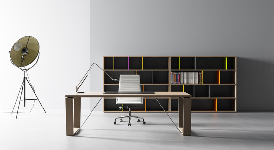 W by BK CONTRACT | Desks