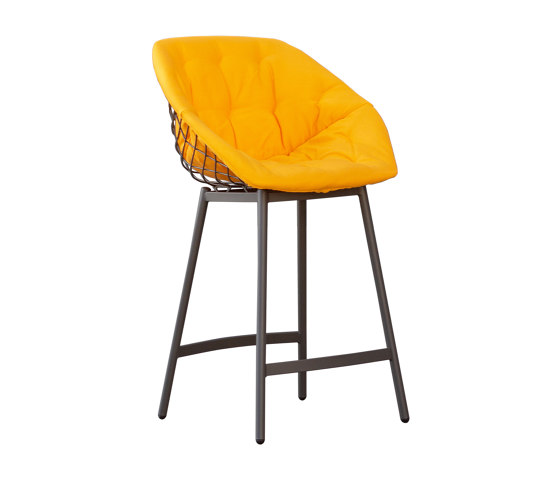 Canasta with cover by Musola | Bar stools