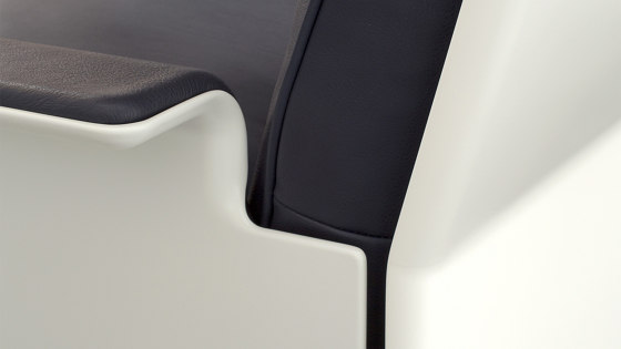 620 Chair Programme: High back armchair by Vitsoe   Armchairs