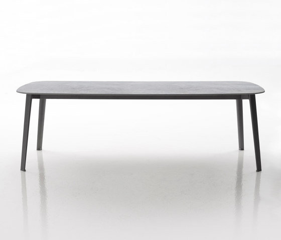 Gelso by B&B Italia | Dining tables