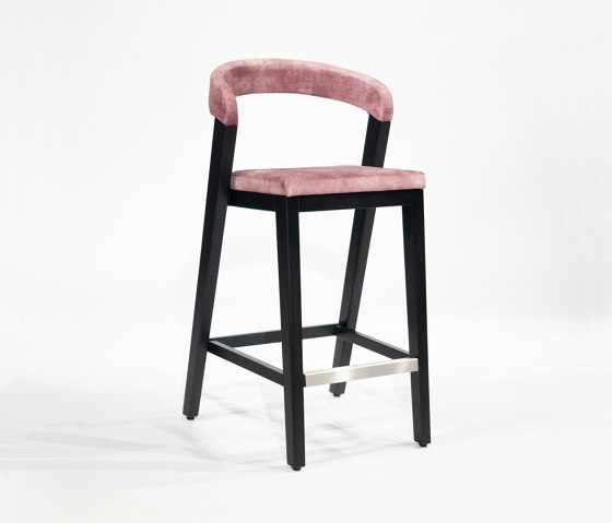 Play Barstool Upholstered Back - Oak Dark di Wildspirit | Sedie bancone