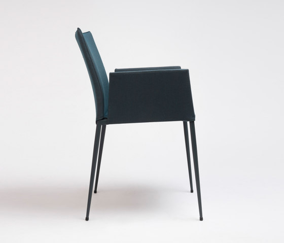 Moka Chair With Armrests by ONDARRETA | Chairs