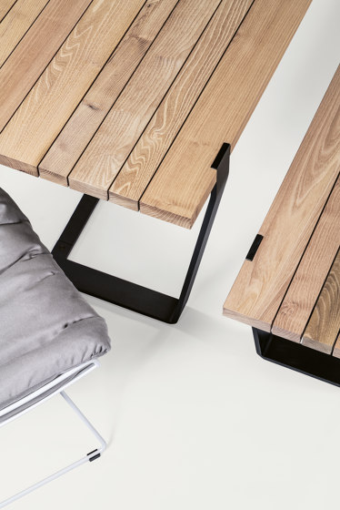 BB 11 Clamp Table by Janua | Dining tables
