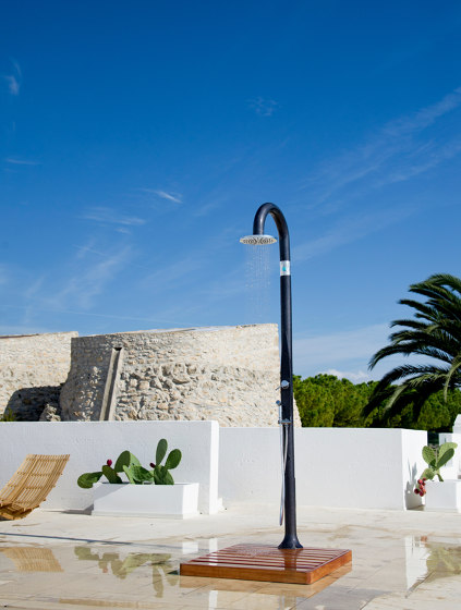 Solar Shower by Unopiù | Standing showers