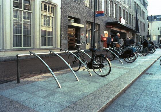 Bicilínea by URBIDERMIS SANTA & COLE   Bicycle stands