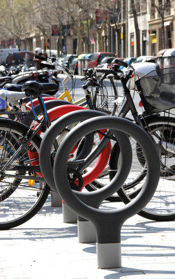 Key by URBIDERMIS SANTA & COLE | Bicycle stands