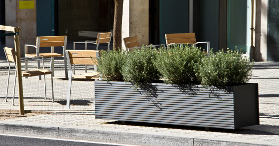 Tram by urbidermis SANTA & COLE   Plant pots