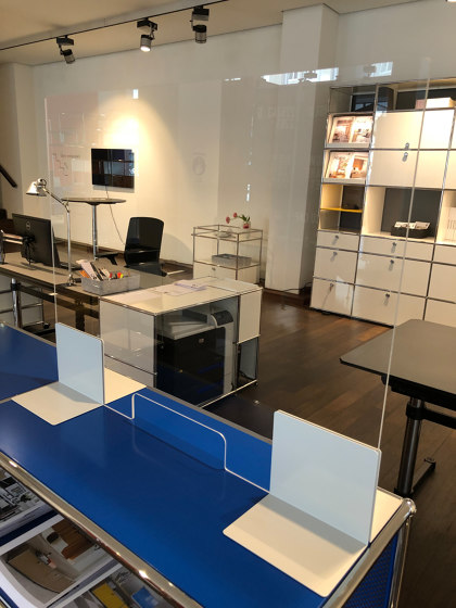 USM Haller Reception Station with Protection Screen | Steel Blue by USM | Table dividers