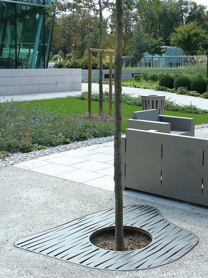 Evolution Tree Grates by UNIVERS & CITÉ | Tree grates / Tree grilles