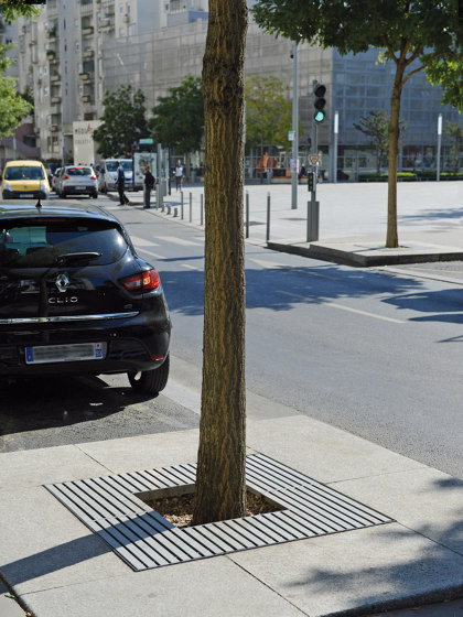 Synergie Tree Grates by UNIVERS & CITÉ | Tree grates / Tree grilles