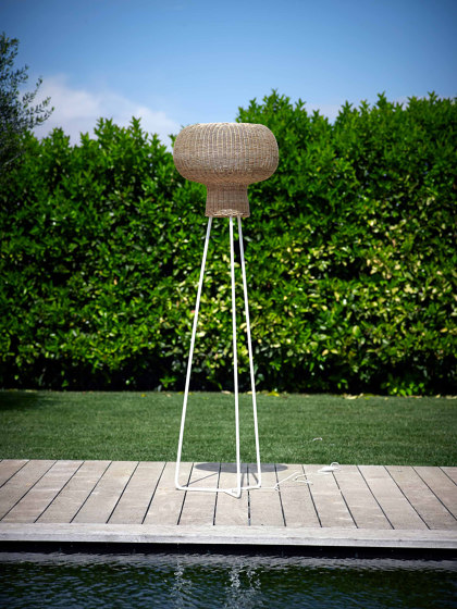 Milano Standing Lamp Pulut Iron by MARY&   Outdoor free-standing lights