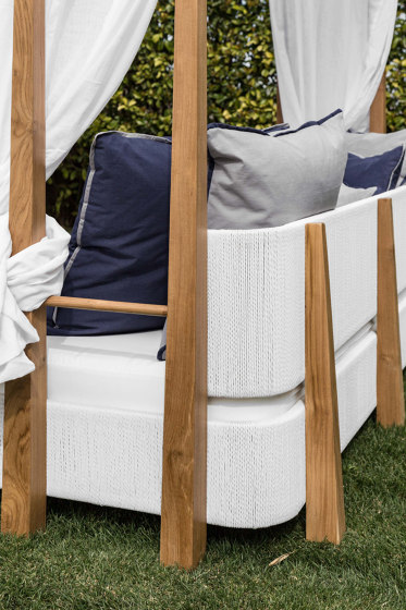 Minerva Daybed - synthetic teak by MARY& | Day beds / Lounger