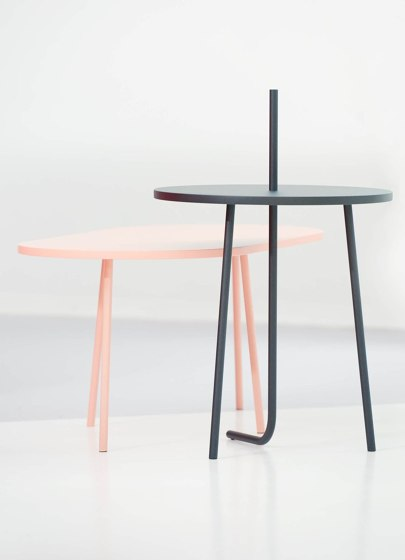 Bond side table de COR | Mesas auxiliares