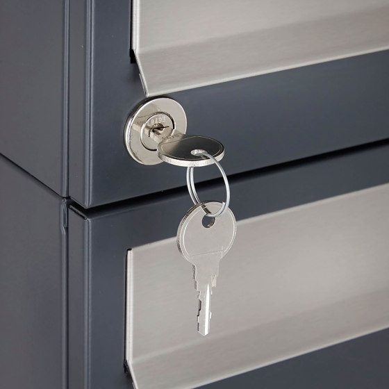 Basic | 15er 5x3 Briefkastenanlage freistehend Design BASIC 385 ST-R - Edelstahl-RAL 7016 anthrazitgrau by Briefkasten Manufaktur | Mailboxes