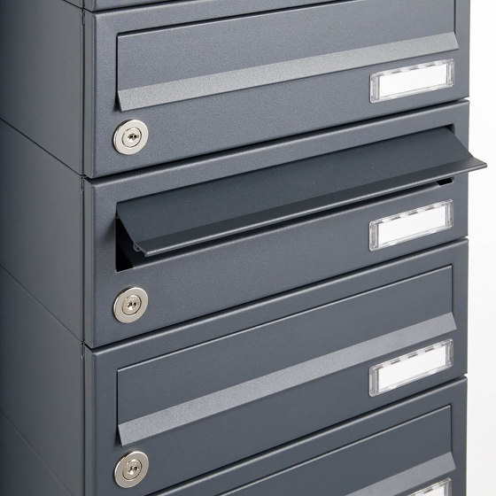 Basic | 1er Edelstahl Standbriefkasten Design BASIC Plus 385 ST-R mit Klingelkasten - RAL nach Wahl by Briefkasten Manufaktur | Mailboxes