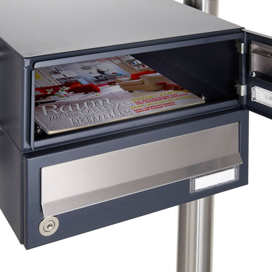 Basic | 1er Standbriefkasten Design BASIC 385 ST-R mit Klingelkasten - Edelstahl-RAL 7016 anthrazitgrau by Briefkasten Manufaktur | Mailboxes