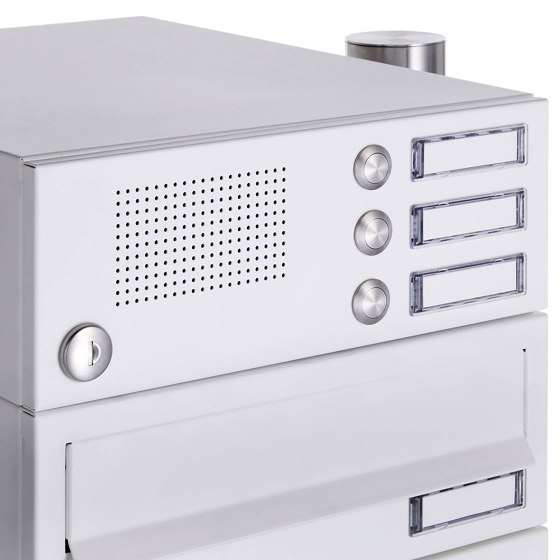 Basic | 3er Standbriefkasten Design BASIC 385-9016 ST-R mit Klingelkasten - RAL 9016 verkehrsweiß by Briefkasten Manufaktur | Mailboxes
