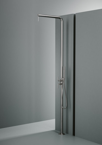 Levo | Outdoor shower column with rain adjustable shower head with hydroprogressive  mixer, diverter and handshower by Quadrodesign | Outdoor showers