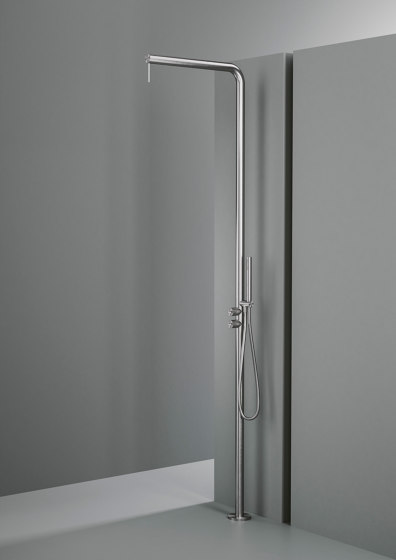 Q | Outdoor shower column with rain adjustable shower head with hydroprogressive mixer, diverter and handshower. by Quadrodesign | Outdoor showers