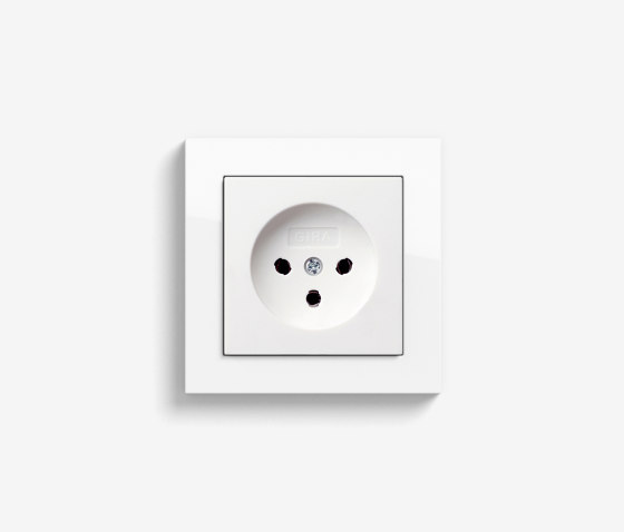 E2 HNA | Socket outlet Pure white glossy by Gira | Chinese sockets