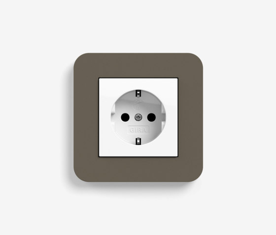 E3 | Socket outlet Umber with white by Gira | Schuko sockets