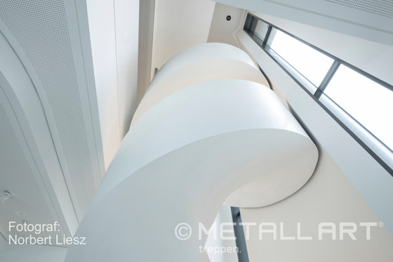 Curved design stairs at Augsburg Beethoven Park by MetallArt Treppen | Staircase systems