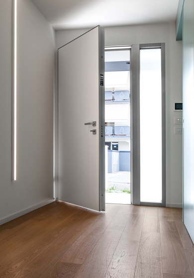 Tekno | The safety door with concealed hinges by Oikos – Architetture d'ingresso | Entrance doors