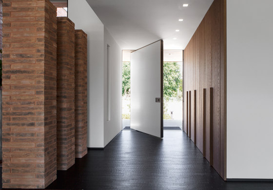Synua   The safety door for large dimensions, with vertical pivot operation and installation coplanar with the wall. by Oikos – Architetture d'ingresso   Entrance doors