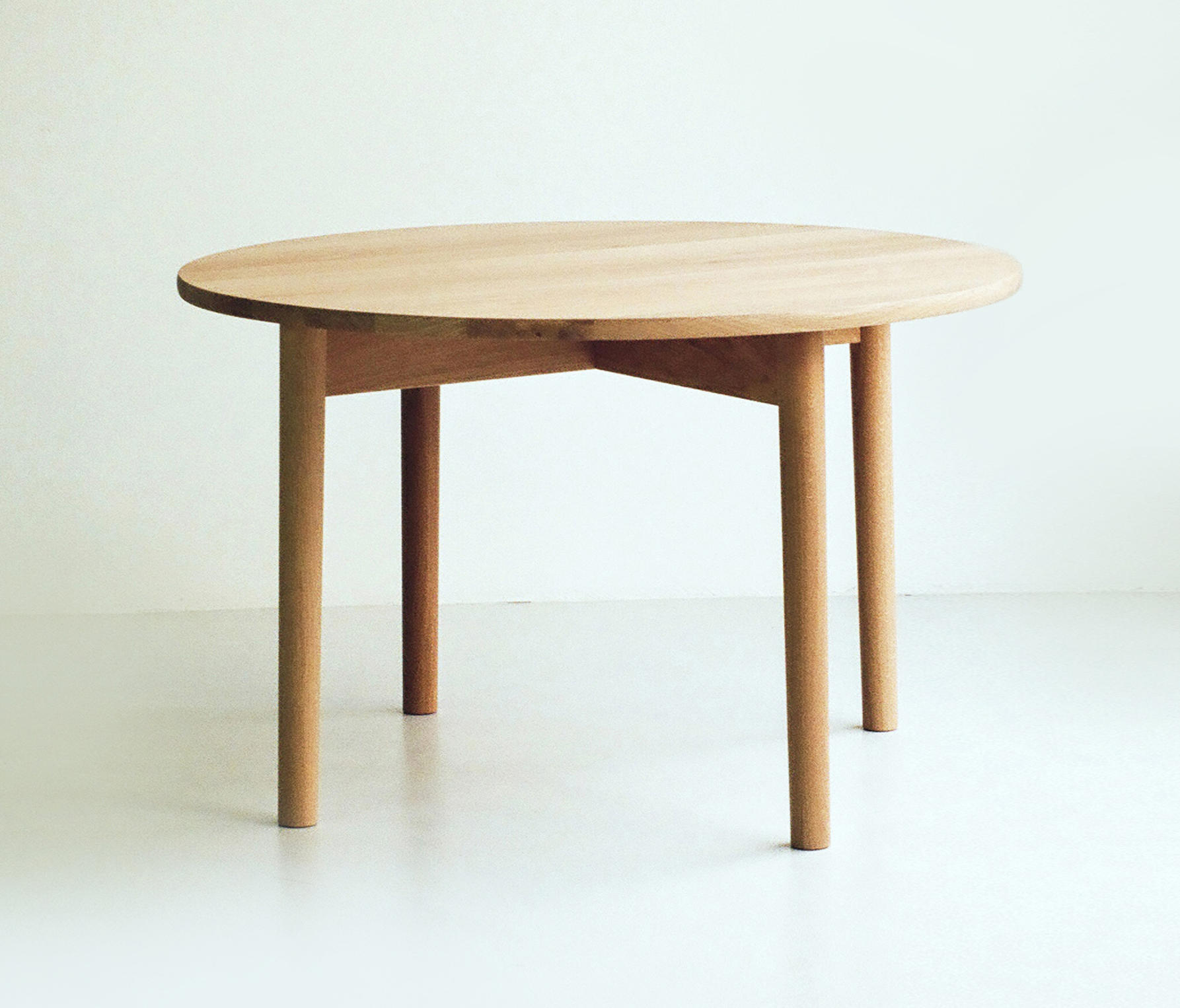 Oak Dining Table round   Architonic