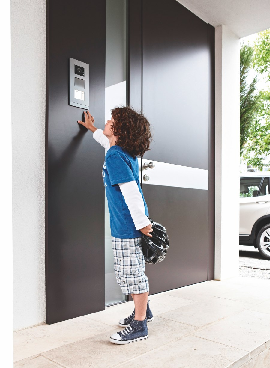 Busch-Jaeger for more security and comfort in entrance areas | News